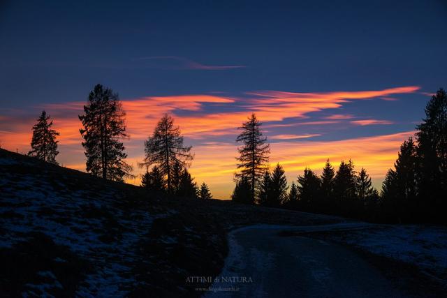 La rappresentazione del tramonto, ossia quella specie di miracolosa irrealtà che il morire del giorno sa creare, e che, se il tempo non muta, si ripeterà il mattino seguente con il sorgere del sole. (Walter Bonatti)